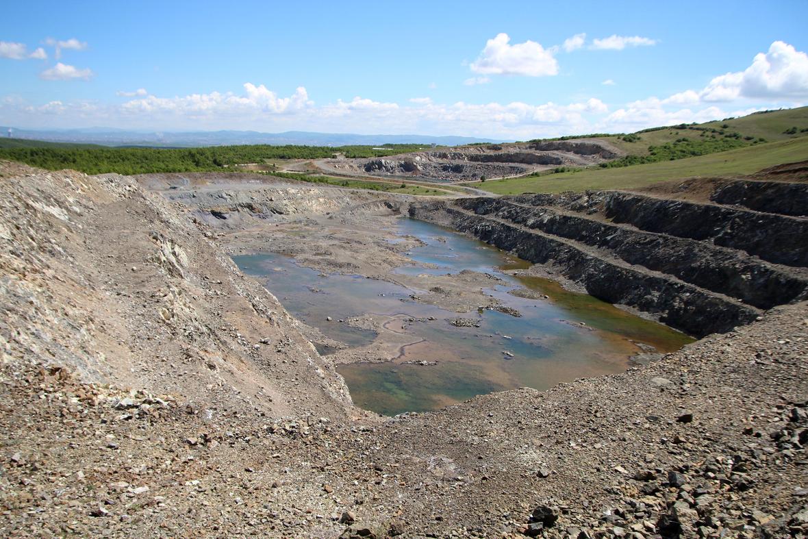Pasojat në mjedis nga nxjerrja e zhavorrit dhe gurëve